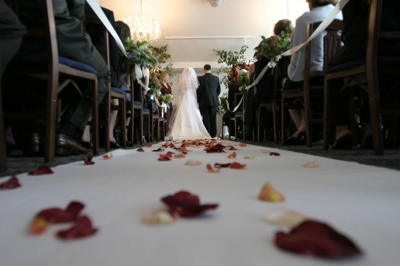 bride-ceremony-chairs-794254